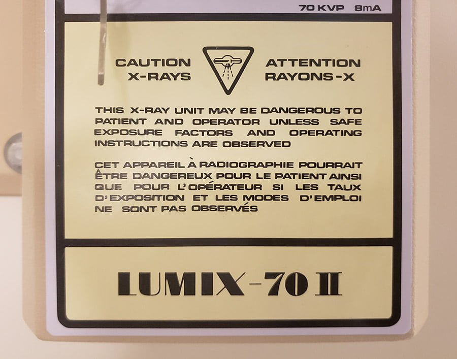 A photo of a beautifully typographed warning sign for the X-ray unit.