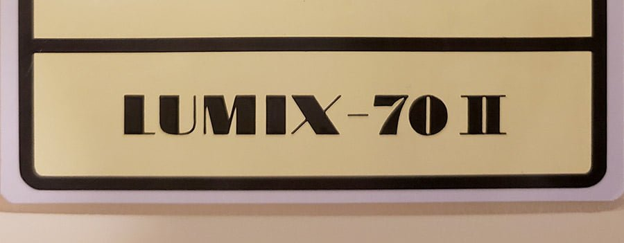 A close-up photo of the name of the X-ray unit.